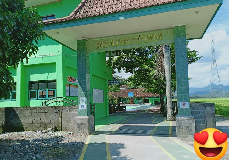 Gerbang Masuk Sekolah SMK Ma'arif 2 Temon