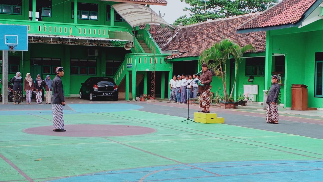 SMK Ma'arif 2 Temon Lansakanan Upacara Peringatan HUT Kabupaten Kulonprogo Ke 68
